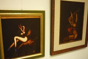 Častým motívom Kompánkovej tvorby je žena atotemické symboly.
