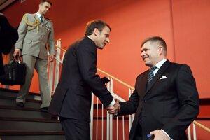 Premiér Fico sa stretol s francúzskym prezidentom.