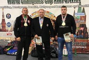 Zľava Erik Susztay, Peter Mihály a Denis Borcha.