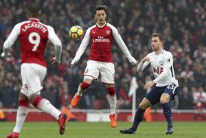 Hráči Arsenalu zvíťazili v Londýnskom derby 2:0.