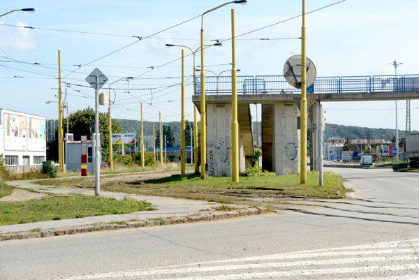 Pozemky Tempusu Immo. Pre firmu sú prakticky nevyužiteľné, lebo je na nich električková trať a časť leží aj pod cestou.