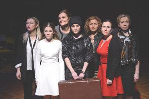 Herečky martinského divadla v inscenácii Vojna nemá ženskú tvár.