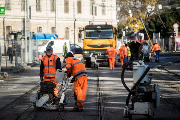 Rekonštrukcia električkovej trate na Špitálskej ulici a Americkom námestí.