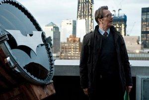 Gary Oldman v batmanovke Temný rytier.