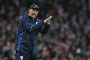 Po slabých výkonoch West Bromwichu Albion skončil na lavičke klubu tréner Tony Pulis.