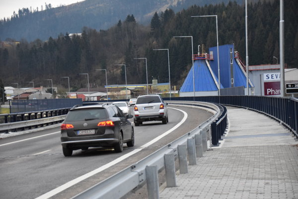 Horelický most spustili do predčasného užívania 13. júla. Práce na ňom však ešte pokračovali.