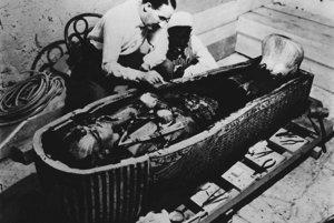 V poslednej rakve z čistého zlata našiel Howard Carter vyše tritisíc rokov nedotknutú múmiu faraóna Tutanchamóna.