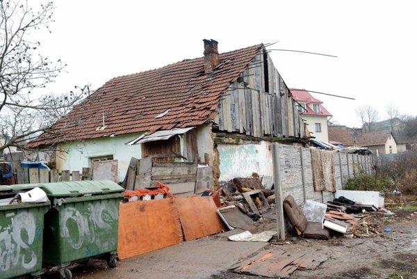 Dom v Krásnej. Z neho sa má vysťahovať rodina do Kuzmíc.