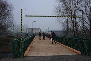 Na moste je nová mostovka.