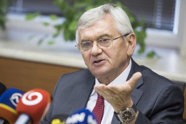 Predseda Úradu pre reguláciu sieťových odvetví Ľubomír Jahnátek.