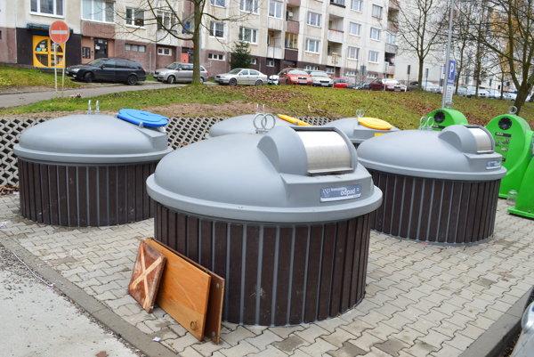 Nové polopodzemné kontajnery v Čadci na Chalupkovej ulici.