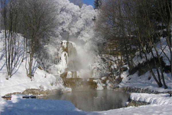 Ľučanský vodopád v zime.