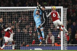 Brankár Manchesteru United David De Gea (v strede) vo víkendovom šlágri žiaril.