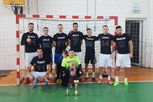 Víťazi turnaja mužstvo Blackwhite army.