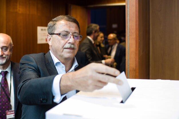 Voliť nového podpredsedu strany prišiel aj Pavol Paška.