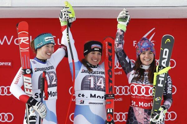 Jasmine Fluryová (v strede) sa raduje z víťazstva.