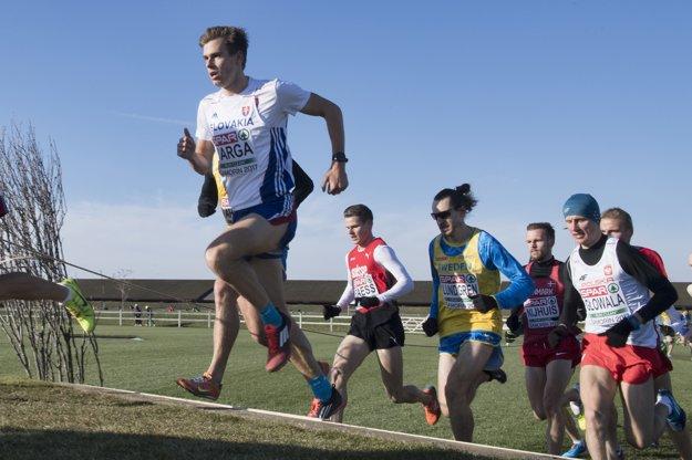 Slovenský triatlonista Richard Varga (vľavo) bol taktiež účastníkom ME v krose.