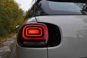 Optika zadných svetiel má nápaditý dizajn.