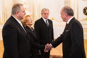 Duriš, Laššáková a Mamojka sú ústavnými sudcami.
