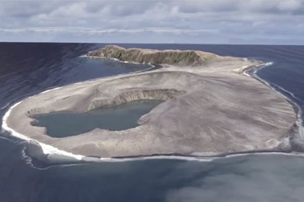 Ostrov Hunga Tonga-Hung Ha'apai.