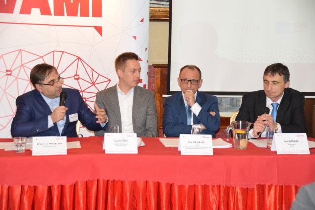 Diskutujúci počas stretnutia MY S VAMI v Žiline.