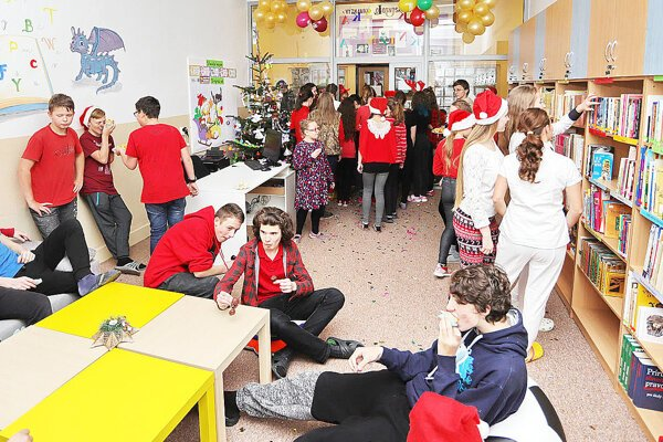 Deti dostali novú knižnicu na sv. Mikuláša.
