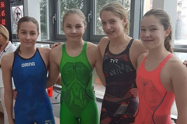 Štafeta Triatlon team DK - zľava Karolína Salcerová, Nina Hodoňová, Tatiana Machajová a Šárka Majdová