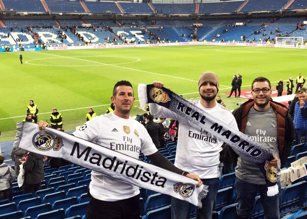 """Goal Travel splnil sen aj trojici z """"Bodoku"""". Zľava Marcel Čerman, René Matyó a Tamás Matyó na Štadióne Santiaga Bernabeua."""