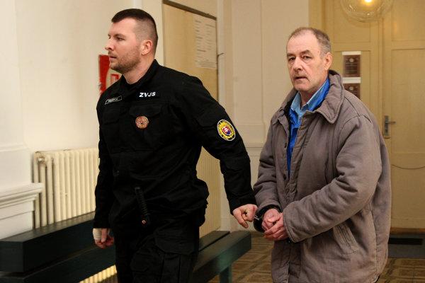 Muža obžalovali z vraždy svojho otca.
