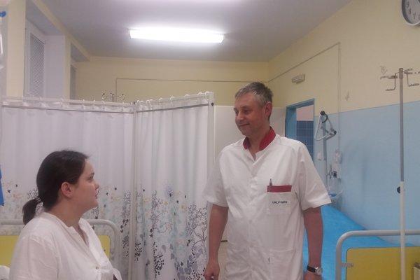 Peter Linkesch v rozhovore s rodičkou pred pôrodom.