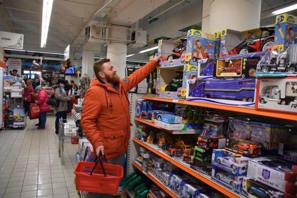 Ján Golis z Čadce sa z výhry tešil. Získal 100 eurovú nákupnú poukážku.
