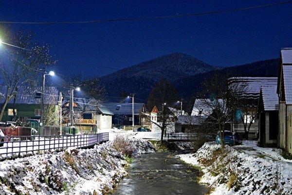 Vianoce a zima sú aj dnes v Papradne isto čarovné. Pani Karolína si však spomína na celkom iné sviatky, ktorým panovalo množstvo tradičných zvykov, veľa sa spievalo, žilo sa družnejšie.