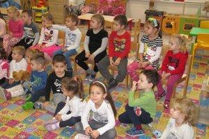 Deti z MŠ Záhorácka v Malackách na prednáške o Zámockom parku.