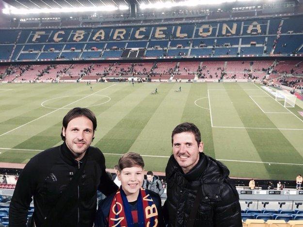 So službami Goal Travelu sú spokojné aj mnohé známe tváre. Počas uplynulého víkendu si zápas La ligy medzi FC Barcelona a La Coruňou vychutnali bývalí reprezentanti Slovenska Ján Kozák a Balázs Borbély.