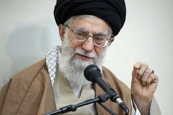 Chameneí má konečné slovo vo všetkých záležitostiach štátu.