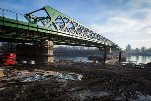 Starý most krátko pred dokončením.