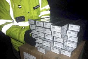 Pašované cigarety.  Preveruje sa, či si colníci nebrali časť kontrabandu a páchateľom tým zároveň dopomohli k nižším trestom.