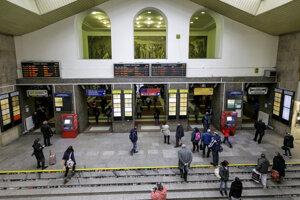 Priestory odbavovacej haly na Hlavnej stanici v Bratislave.