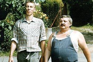 Závozník Otík Rákosník a šofér Pávek, to sú postavy, ktoré na celý život spojili Jánosa Bána a Mariána Labudu. Film Vesničko má středisková získal v roku 1987 nomináciu na Oscara.