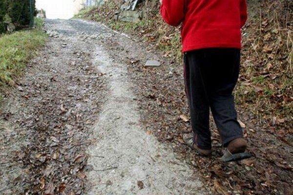 Prechod na Slnečnú ulicu je skôr provizóriom, kde číha nebezpečenstvo v zime aj v lete.