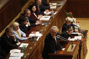 Zeman prišiel v stredu Babiša osobne podporiť do parlamentu. Babiš mu to vrátil vo štrtok.