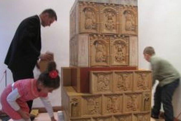 Pre deti je pripravená zážitková forma. Môžu si vyskúšať, ako stredovekú kachľovú pec stavať.