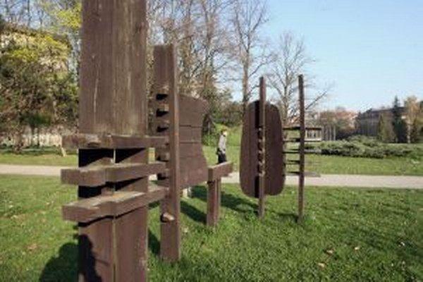 Poľné znaky už roky dotvárajú atmosféru parku pod Pamätníkom SNP