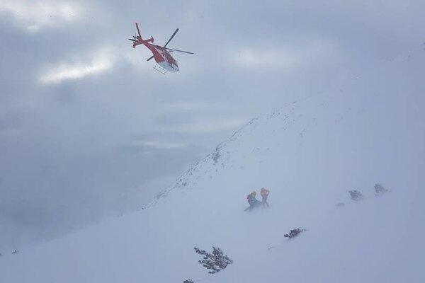 Pomáhali aj leteckí záchranári.