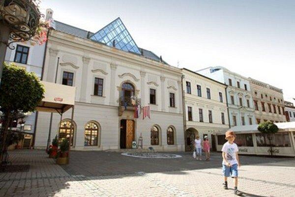 Nový primátor a poslanci sa po prvý krát zídu 12. decembra v budove Radnice.
