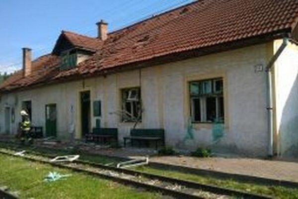Výbuch v reštaurácii na stanici narušil aj statiku budovy.