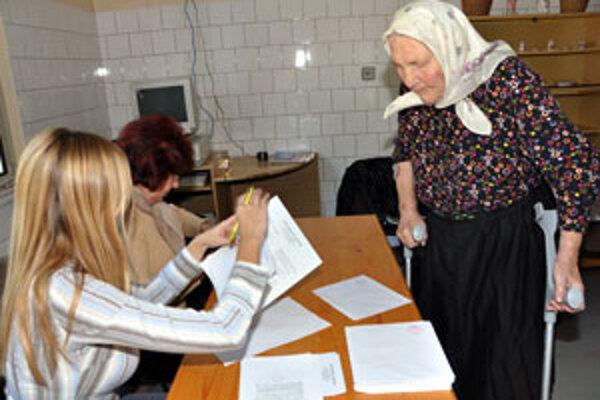 Starší predstihli v záujme o voľby mladších.