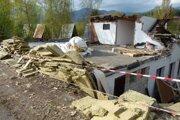 Začalo sa búranie bývalého kúpaliska Plutva v Sučanoch.