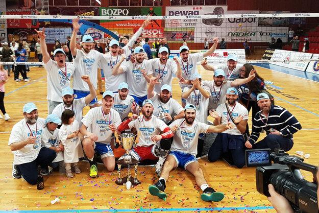 Volejbalisti obhájili majstrovský titul.