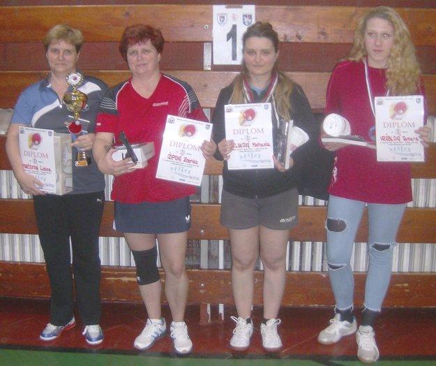 Medailistky ženskej kategórie. Zľava Ľubica Marčeková, Zdenka Ižipová, Michaela Klaková, Tamara Vráblová.